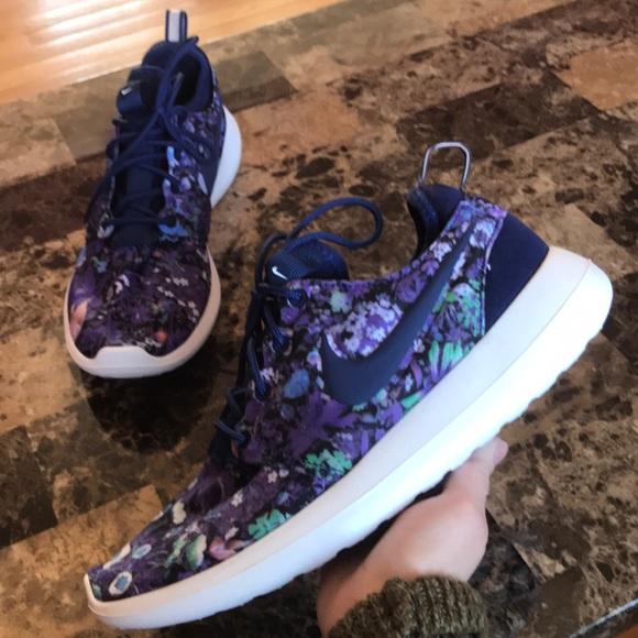 save off d4448 96aca Nike Roshe Two Print Sneakers